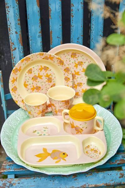 Bilde av KOPP MED HANK OG LOKK - Goldfish Print - Rice